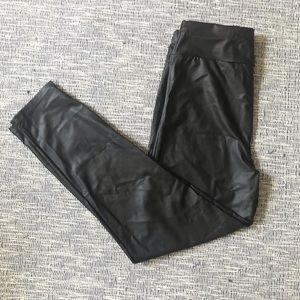 2/15 🎈NWOT Faux leather leggings